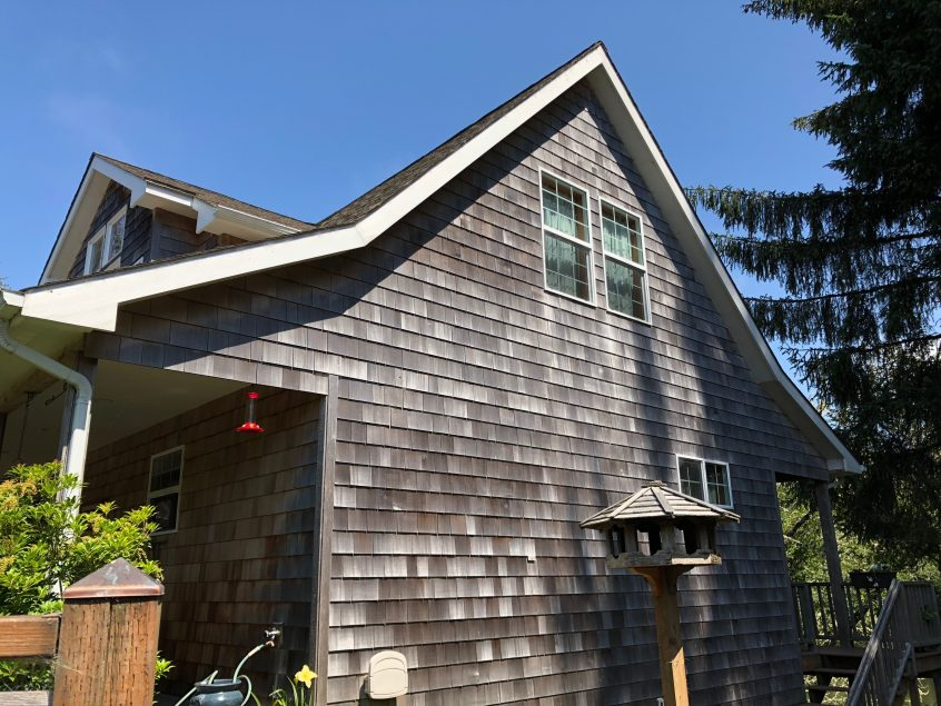 House with Eastern White Shingle siding.